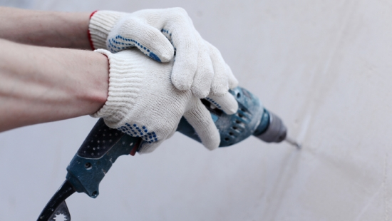 Aprenda a consertar uma parede de drywall