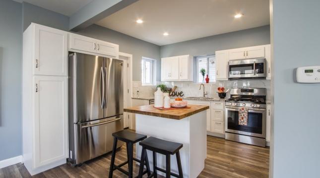 cozinha com balcão drywall